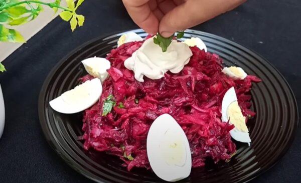 Свекольный салат из Франции: за 10 минут свекла и яйца становятся ресторанным блюдом