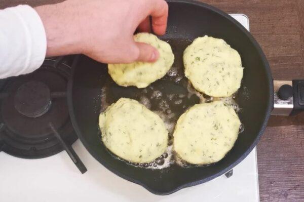 Больше не стою у плиты часами. Подруга из Белоруссии научила готовить быстрые, пышные картофельные зразы, заходят на ура