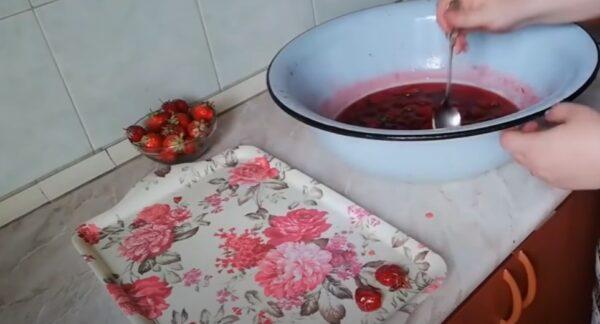 Цукаты из клубники: очень красиво и аппетитно!